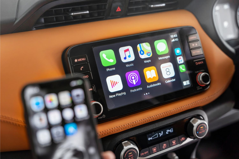 car infotainment with apple carplay